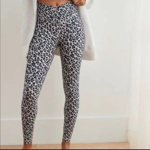 🖤Aerie Leopard 7/8 Gray Wrap Real Me Legging